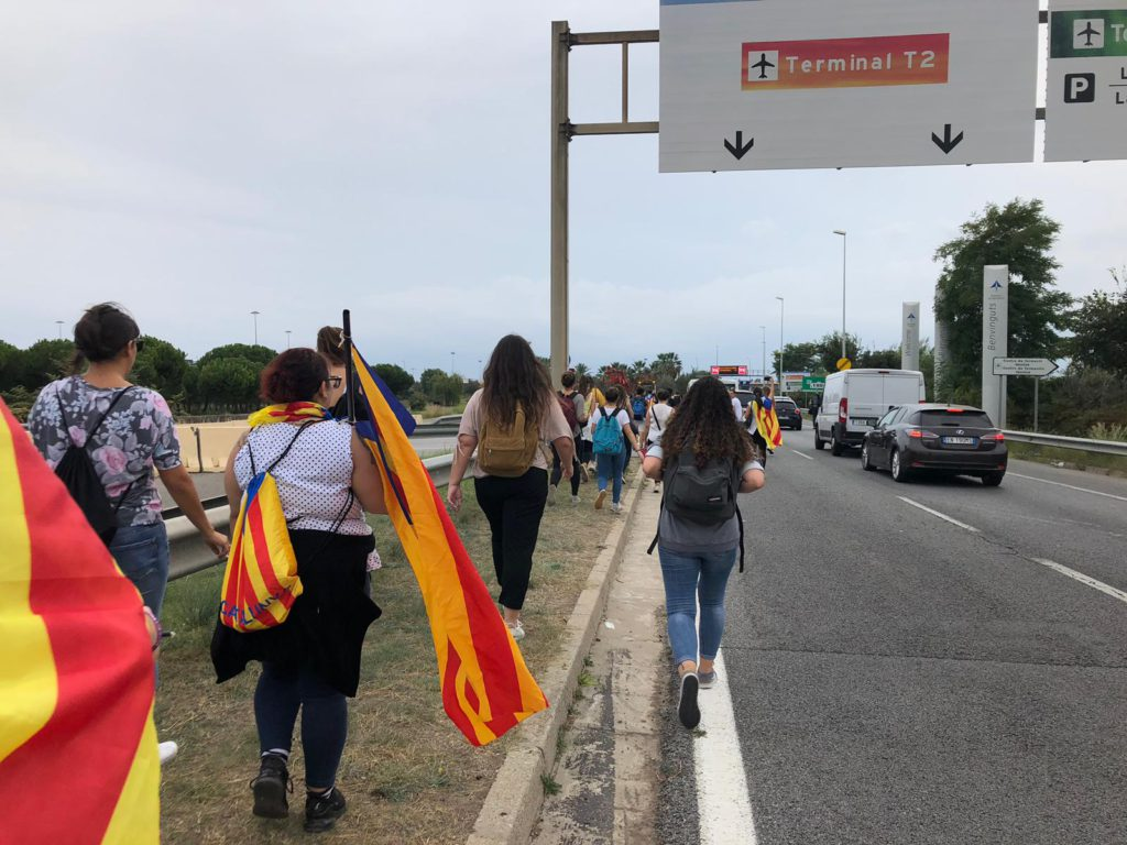 Espagne : les leaders indépendantistes catalans condamnés jusqu'à 13 ans de prison, des échauffourées à Barcelone