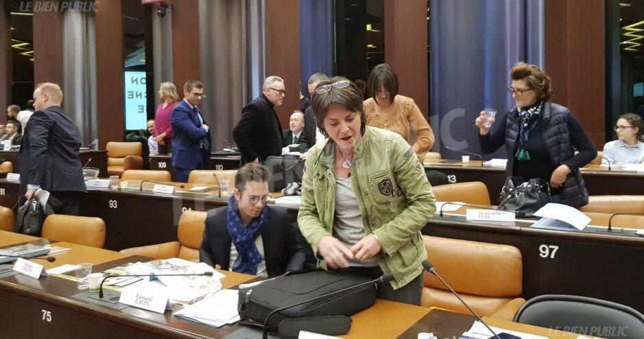 Dijon : les élus RN quittent la séance du Conseil régional pour protester contre la présence d'une femme voilée (MàJ)