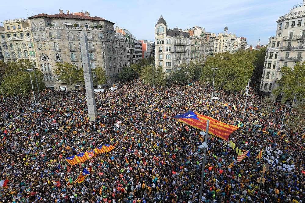 «Grève générale» en Catalogne : plus de 500 000 manifestants indépendantistes dans les rues de Barcelone