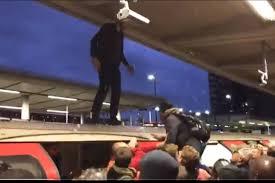 Londres : Des usagers furieux molestent un militant écologiste d'Extinction Rebellion qui bloquait leur métro