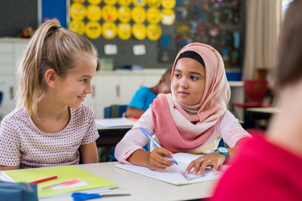 Selon des chercheurs l'interdiction de voile à l'école aurait amélioré la scolarité des jeunes musulmanes et réduit les inégalités