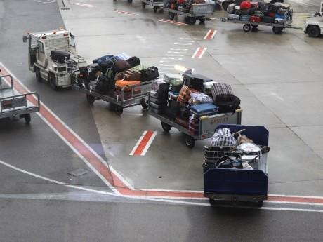 Bagarre sur la piste entre Juifs et bagagistes : Les voyageurs et les bagages venant d'Israël discriminés à l'aéroport de Lyon Saint-Exupéry ?