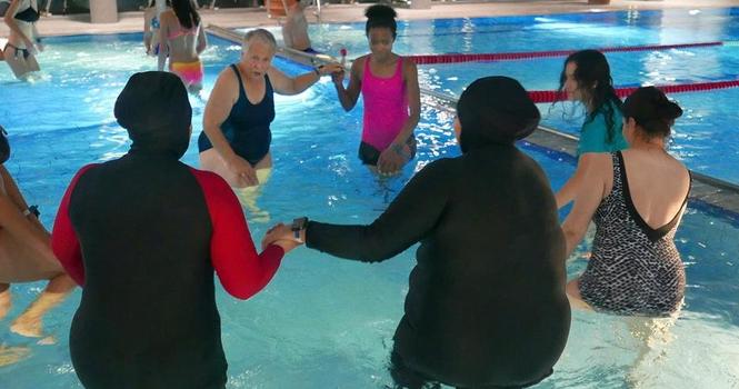 Allemagne : «Cours de natation thérapeutique pour femmes migrantes traumatisées par la mer»