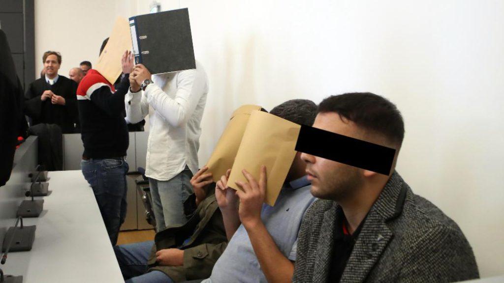 Krefeld (All.) : Mehmet, Achmed, Amro, Nidal et Taycan jugés pour avoir violé et humilié des femmes durant des heures