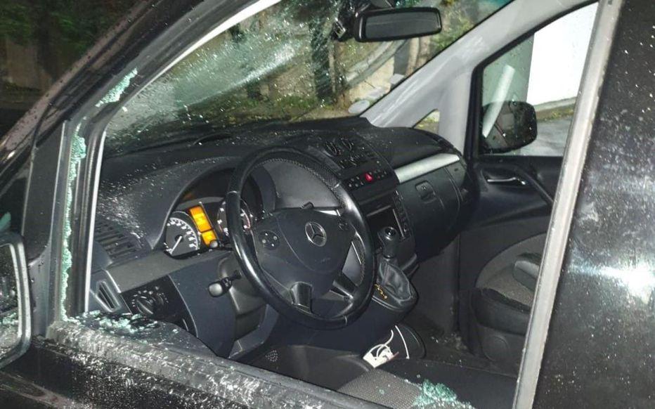 Drancy. La Mercedes où se trouvaient huit femmes et enfants a été vandalisée à coups de battes de base-ball.
