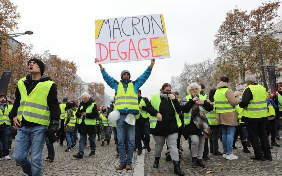 « Gilets jaunes », un an après : «Les réponses policières et judiciaires extrêmement dissuasives ont été la cause principale de démobilisation»