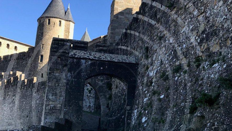 Carcassonne : un an après démontage, l'oeuvre d'un artiste contemporain marque toujours les remparts de la cité