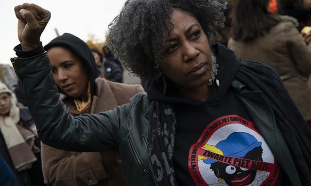 Pays-Bas : polémique autour d'un personnage grimé en noir du défilé de la Saint Nicolas