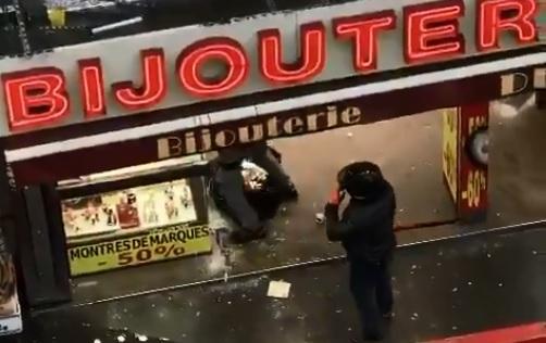 Paris XIème : Une bijouterie du faubourg du temple pillée en plein jour (vidéo)