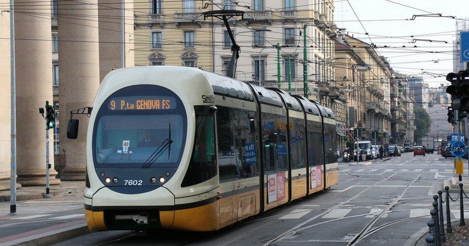 Milan : un migrant africain se déshabille dans le tram et tente de violer une étudiante de 21 ans