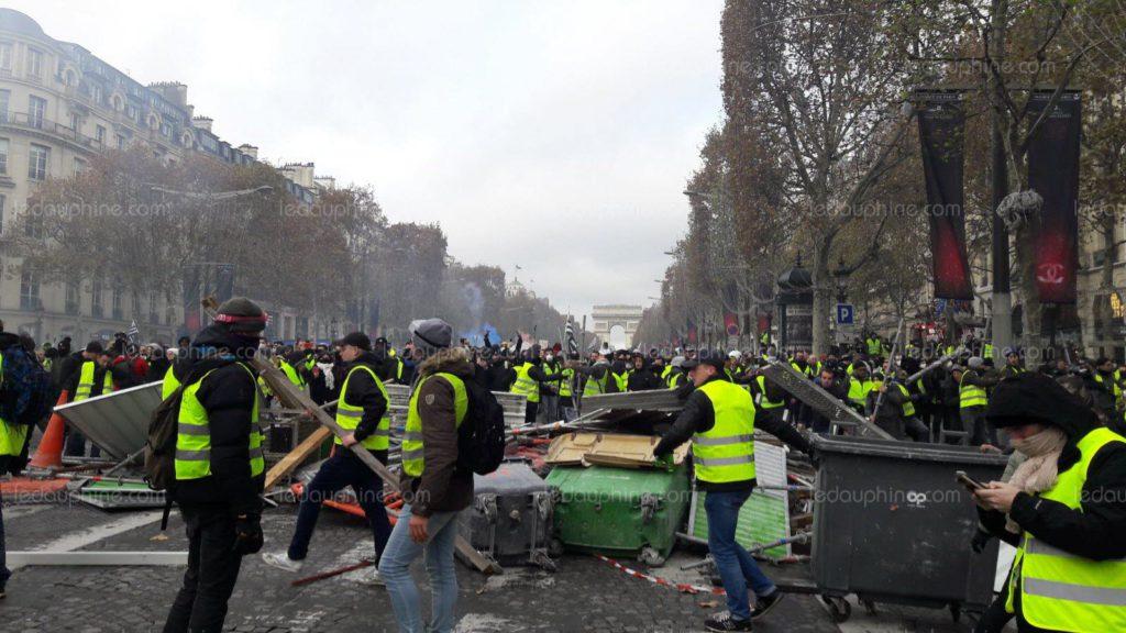«Le 1er décembre, l'Élysée aurait pu tomber» : un CRS raconte le chaos des «gilets jaunes» l'hiver dernier