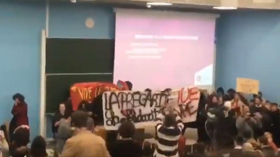 Université Lille 2 : des militants d'extrême-gauche envahissent un amphi et font annuler la conférence de François Hollande