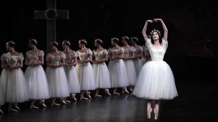 """Du """"blackface"""" au """"ballet blanc"""", l'Opéra de Paris se remet en question après la publication d'un manifeste sur le racisme"""