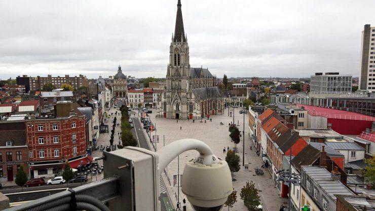 - À Tourcoing, l'arrestation d'une femme voilée qui harcelait une paroisse catholique