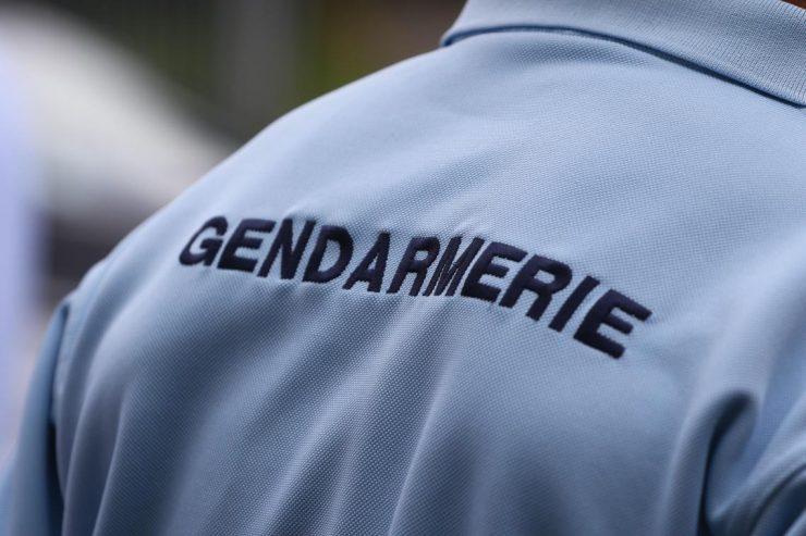 Un couple de gendarmes agressé dans son logement de service à Grandvilliers, le militaire fait usage de son arme