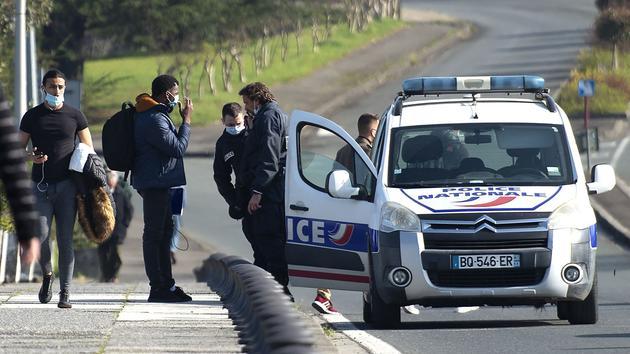 Clandestins: les frontières ont été verrouillées avec l'Italie et l'Espagne