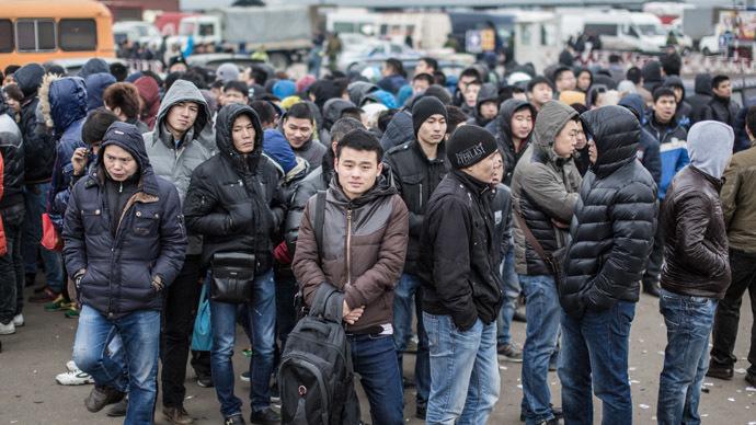 Manière expéditive Russe ! Russia-mibrants-crime-deportation.si_
