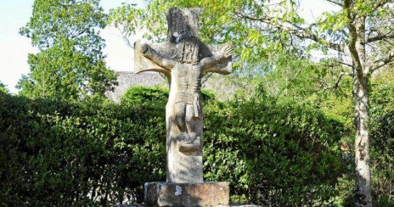 « C'est incompréhensible ! » : Facebook censure les images des croix et calvaires de Crac'h