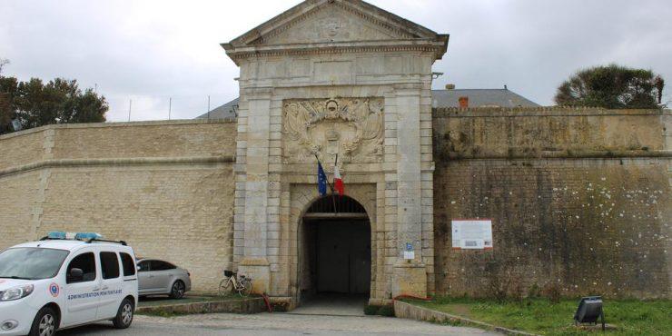 Charente-Maritime : une avocate surprise en pleins ébats sexuels avec un détenu à la centrale de Saint-Martin-de-Ré