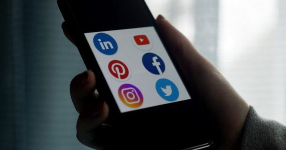 """Le Texas adopte une loi contre la """"censure"""" sur les réseaux sociaux"""