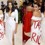 New York : l'égérie de la gauche américaine Alexandria Ocasio-Cortez s'affiche avec une robe « Taxez les riches » au Met Gala, un évènement mondain dont le ticket d'entrée est de 30.000 $