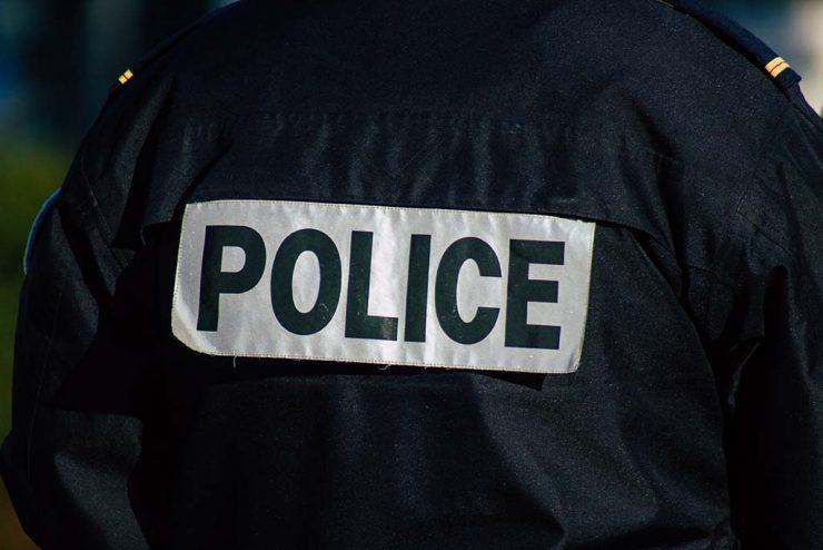 Saint-Fons : Une vingtaine d'individus encerclent et agressent les policiers pour libérer un suspect