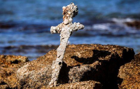 VIDÉO. L'épée d'un chevalier datant des croisades retrouvée par un plongeur en Israël