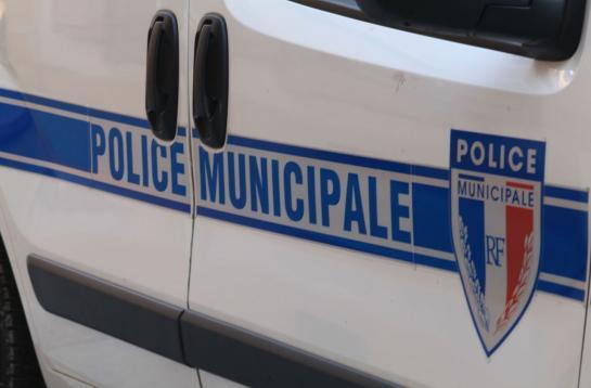 Une patrouille de trois policiers à vélo a été agressé et l'un d'eux a perdu connaissance sous la violence des coups.